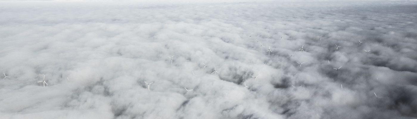 Windräder aus den Wolken